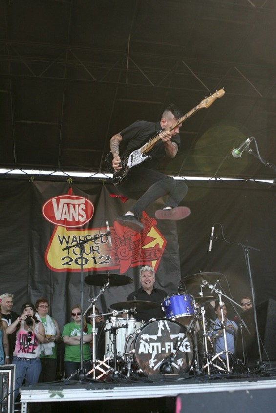 jump_high_onstage_anti_flag_img_0198.jpg