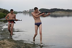 Two aspiring gangsters stumble on a cache of weapons at the beach.