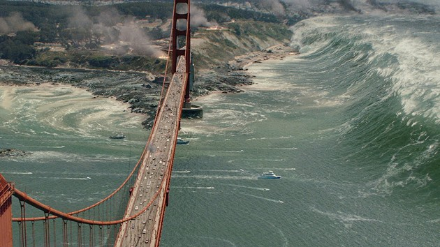 A tsunami takes out the Golden Gate Bridge in San Andreas - YOUTUBE/WARNER BROTHERS