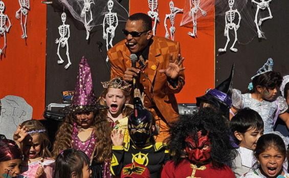 Unique Derique hosts Yerba Buena Gardens' annual Halloween Costume Walk - COURTESY OF THE YERBA BUENA GARDENS