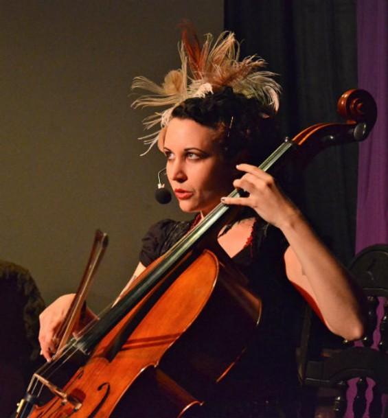 Unwoman in concert. - DAVE BRYAN