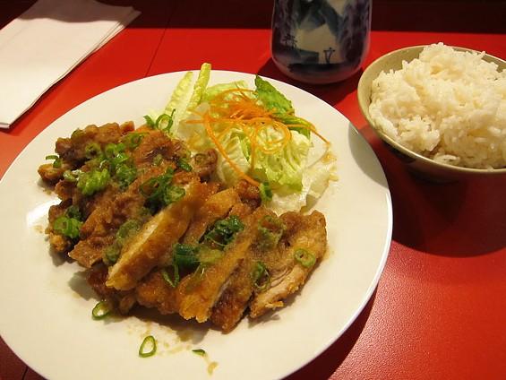 Yu-Raku's yu-rin-chi ($9), panko-coated fried chicken with sour sauce. - LUIS CHONG