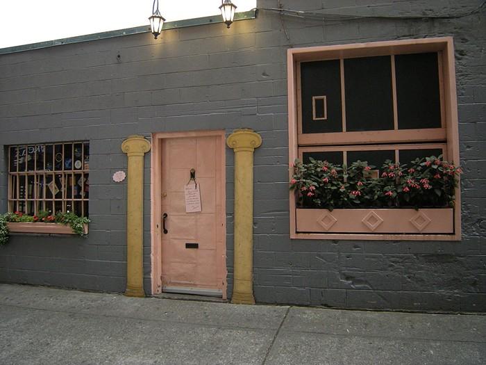 Genial Pink Door