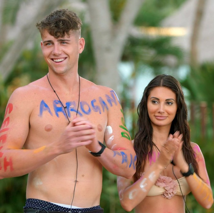 Too Hot to Handles villain couple Francesca and Harry during a body paint challenge.
