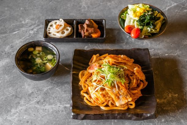 Capitol Hills new Japanese barbecue spot Ishoni Yakiniku serves comfort food like kimchi udon noodles with pork belly.