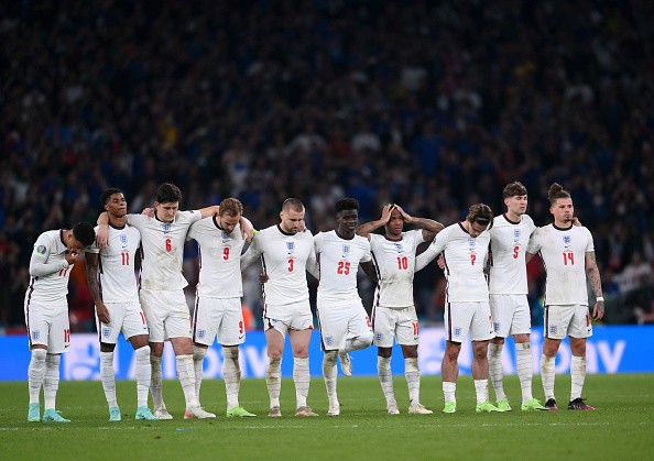 Englands losing streak continued yesterday and their fans are being gross babies about it.