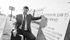 Activist Says Davis Justifies Lincoln Statue