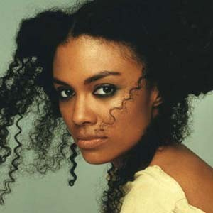 night21_amel_larrieux_300.jpg