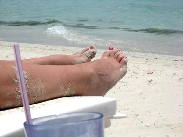 beach_feet_600x450.jpg