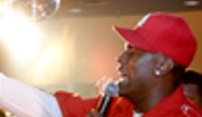 R&B singer Tyrese plays Richmond, woos ladies.
