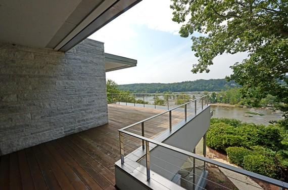 Renowned California architect Richard Neutra took full advantage of dramatic James River views. - SCOTT ELMQUIST