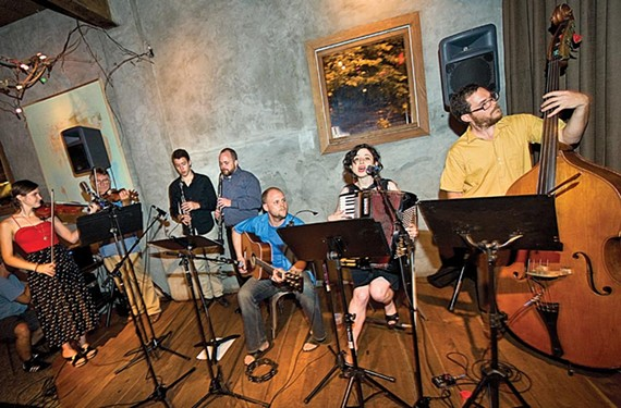 Soprano Antonia Vassar, flanked by guitarist Clifton McDaniel and bassist Nate Mathews, joins an ad-hoc assemblage of talented musicians to form the Richmanian Ramblers.