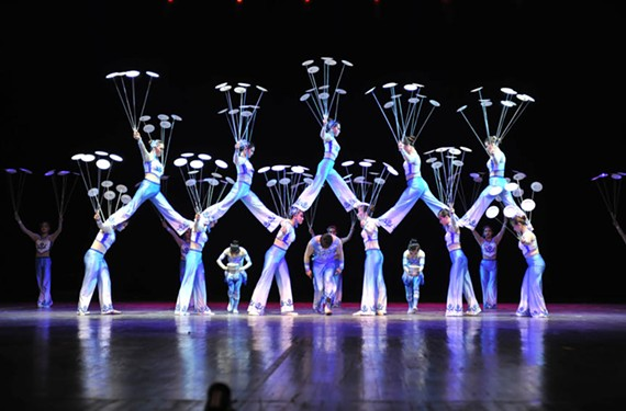 night42_chinese_acrobats.jpg
