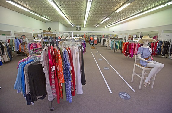 goods_clothes_rack2.jpg