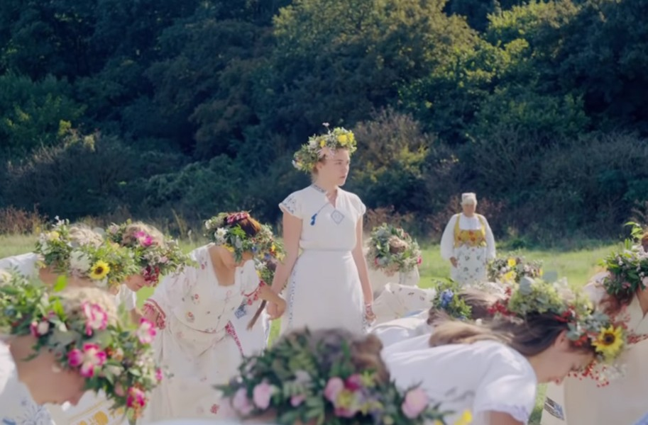 """REVIEW: The sunny horror film """"Midsommar"""" is a weird mixture"""