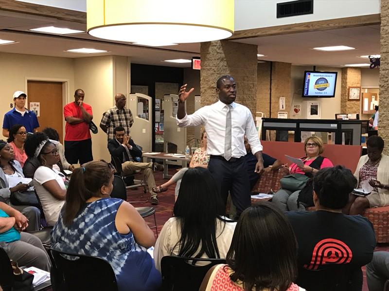 Mayor Levar Stoney talks to 9th district residents at Broad Rock Library. - JACKIE KRUSZEWSKI