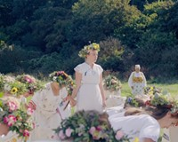 """REVIEW: The sunny horror film """"Midsommar"""" is a weird mixture of high-toned art and pulp"""