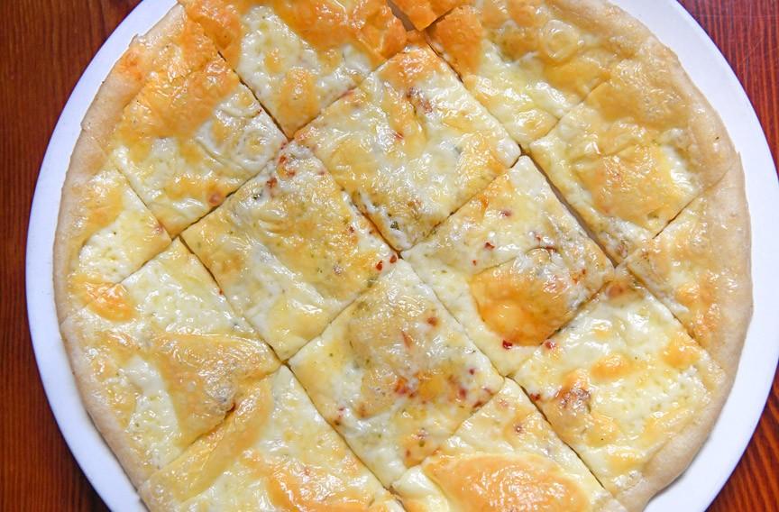 white pizza - SCOTT ELMQUIST