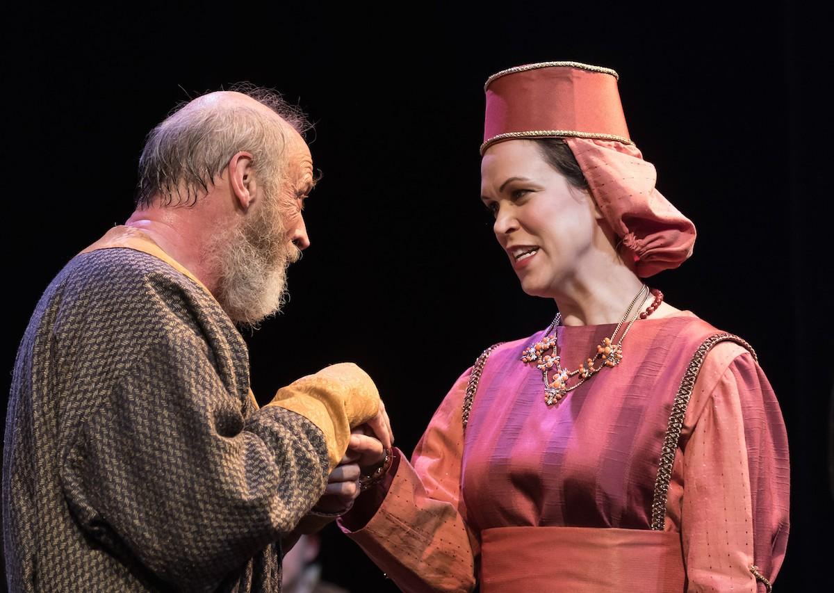 "Joe Inscoe as Lear and Bianca Bryan as Goneril in ""King Lear."""