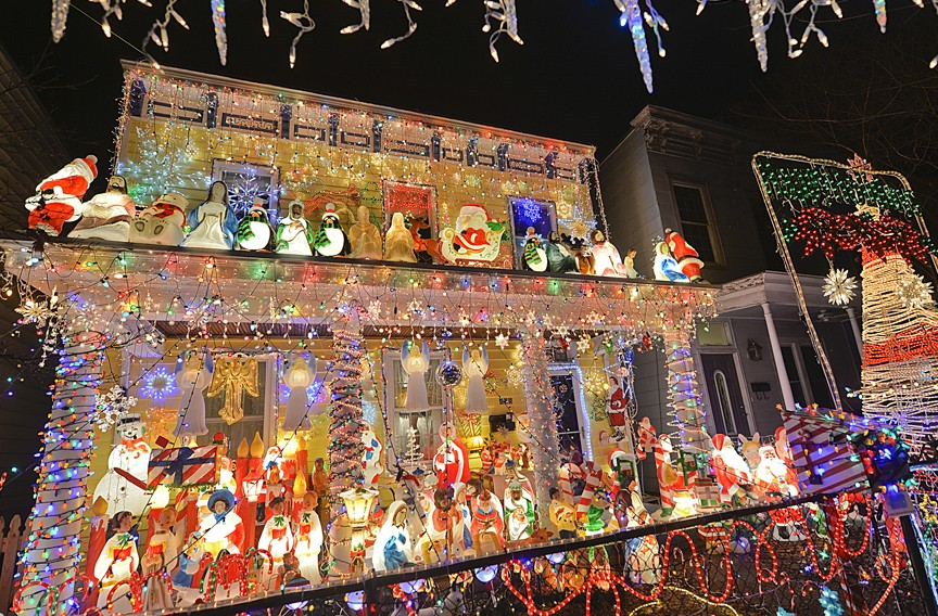 EVENT PICK: Tacky Light Tours | Night And Day | Style Weekly   Richmond, VA  Local News, Arts, And Events.