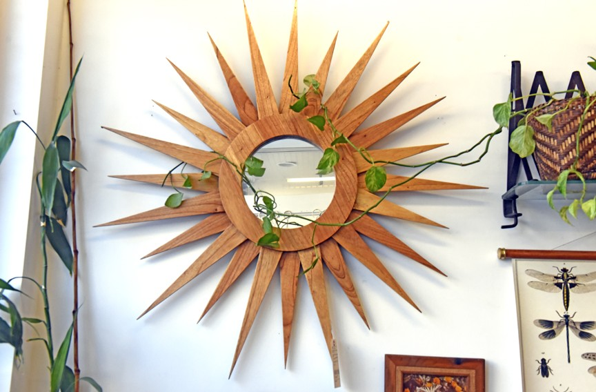 Wooden sunburst mirror - SCOTT ELMQUIST