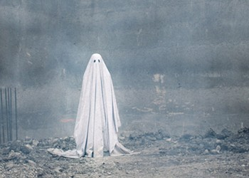 """Movie Review: """"A Ghost Story"""" Explores What Happens When a Spirit Is Haunted by the Living"""