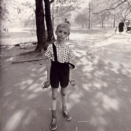 DIANE ARBUS - Child with Toy Hand Grenade in Central Park, 1962