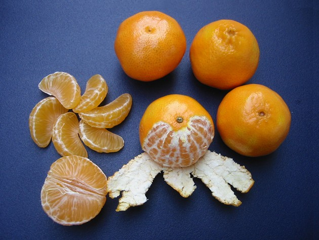 clementines_whole_peeled_half_and_sectioned.jpg