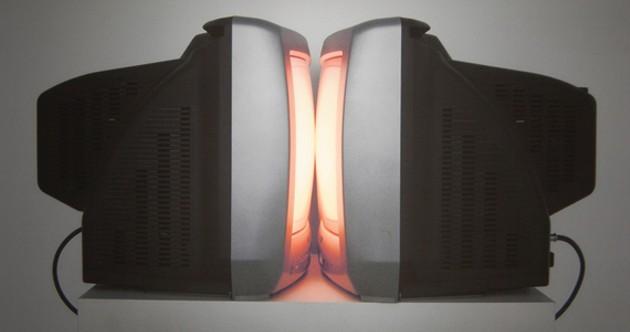 Kelly Mark's The Kiss (Light Box)