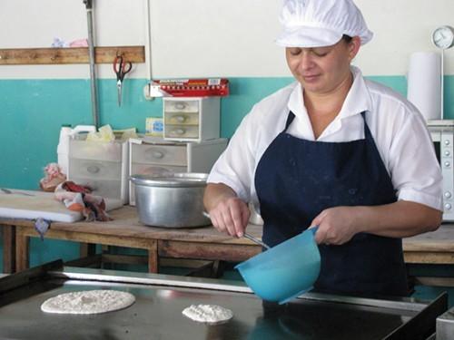 Lesbia makes pancakes.