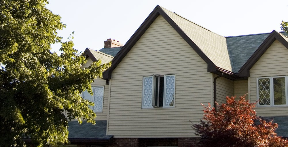 Bill Deagle's house/broadcast centre. - MOON HEE NAM