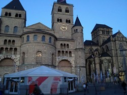 The crowds at the Trier Cathedral were underwhelming.