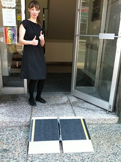 The portable ramp at Argyle Fine Art.