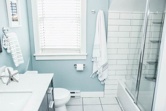 Every single part of this bathroom was gutted and rebuilt, except for the tub - LITTLE BLUE ANCHOR STUDIOS