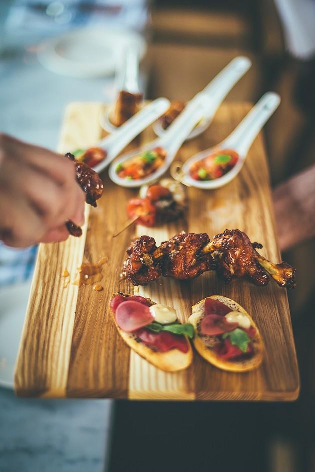 Chicken lollipops (honey, roasted garlic, parmesan) - PHOTOTYPE