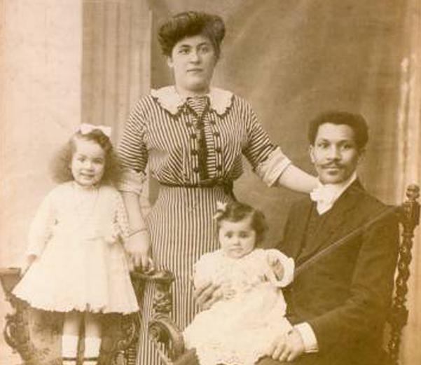 Joseph Philippe Lemercier Laroche and his family. - ENCYCLOPEDIA TITANICA