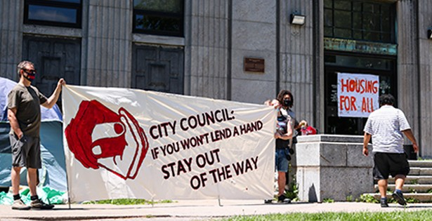 Shelters threatened by city hall, supported by citizens