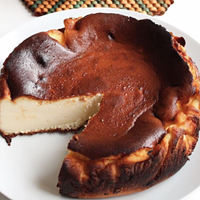 Chéché's San Sebastian cheesecake features the look and taste of creme brulee.