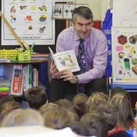 Premier Stephen McNeil reading to students.