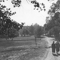 Students walking in the Dalhousie quad in the 1920s.