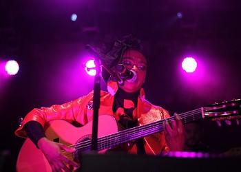 Lauryn Hill goes electric