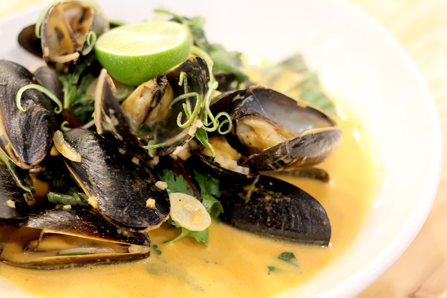 Mussels with a Thai curry at Commoner & Co. - HEATHER HOCH
