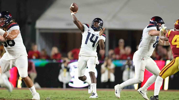 Arizona sophomore quarterback Khalil Tate goes deep with a pass against USC during the Wildcats 49-35 loss in 2017. - STAN LIU | ARIZONA ATHLETICS