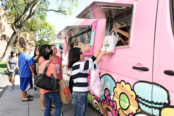 Visit the Hello Kitty Food Truck on Saturday, Oct. 20 from 10 a.m. to 8 p.m. - HELLO KITTY CAFE FOOD TRUCK