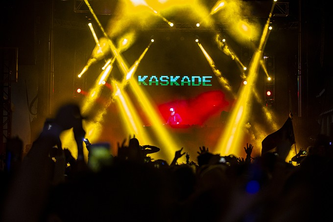 """Kaskade: Like """"No One Else,"""" this multi-Grammy Award-nominated DJ/producer/remixer—bridging the gap between the old school and the neoteric—rode the crest, along """"With You,"""" topping the bill on Day 1. - C. ELLIOTT PHOTOGRAPHY"""