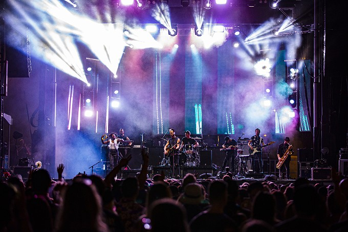 """Fitz and The Tantrums: Just like the Dallas Cowboys' cheerleader routine that inspired the song, this indie pop/neo-soul band, known for roof-raising live performances, led the crowd in a """"HandClap."""" - C. ELLIOTT PHOTOGRAPHY"""