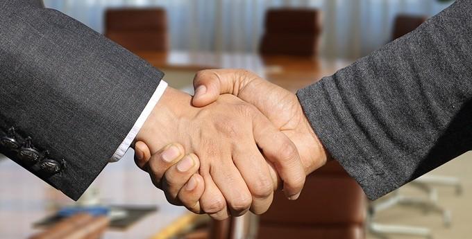 shaking-hands-3091906_1280.jpg