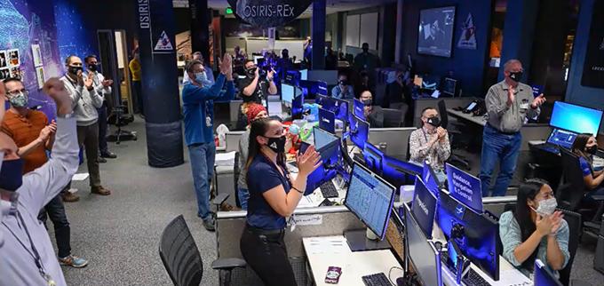 THE OSIRIS-REX TEAM CELEBRATING A SUCCESSFUL STOWAGE PROCESS. PHOTO BY NASA.