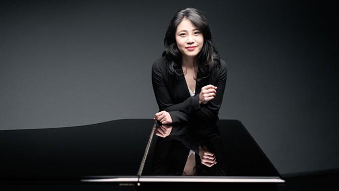 Zhang Zuo performs in Titan