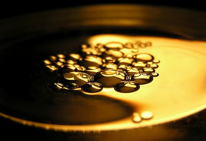 bigstock-oil-on-water-148356.jpg